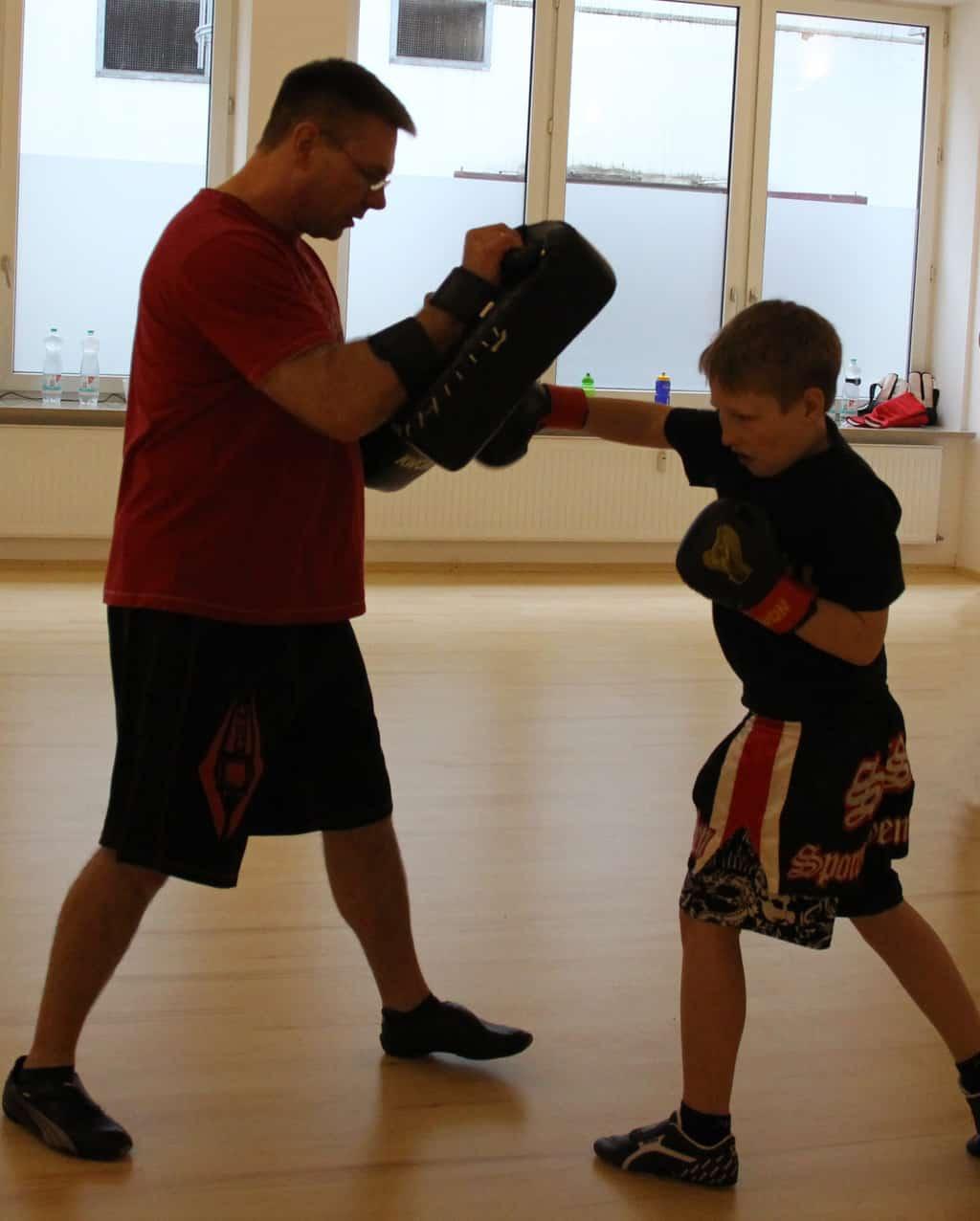 Felix beim Boxtraining mit Marc